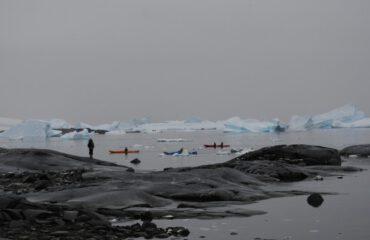 Kayakking Antarctica©Jamie Scherbeijn