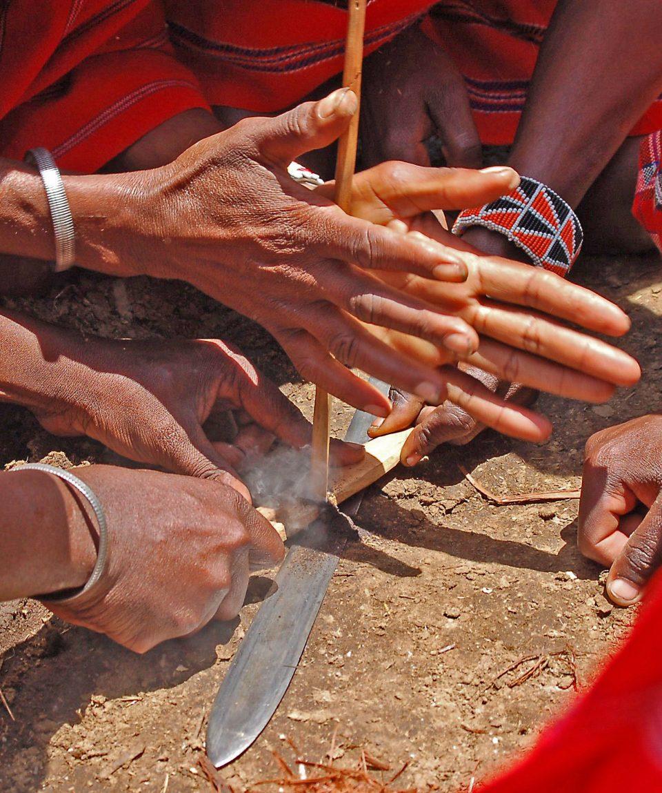 Vuur maken bij de Masaai © All for Nature Travel