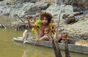 Karawari lodge Getting a meal