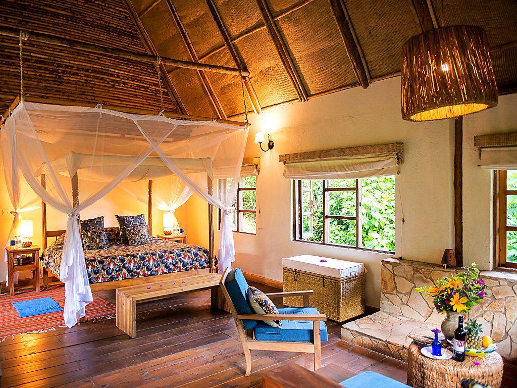 Volcanoes safaris, safari uganda, safari oeganda, gorilla trekking , chimpansee trekking