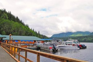 Knight Inlet Lodge, drijvend hotel Canada