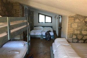 schuilhut refuge slaapzaal