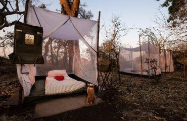 Onder het mosquitonet in het Fly Camp bij Mapula