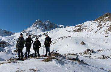 De berg op met sneeuwschoenen